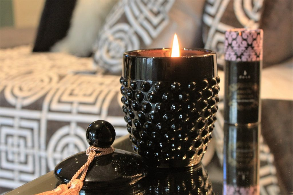 Mor Marshmellow Candle with Black Packaging